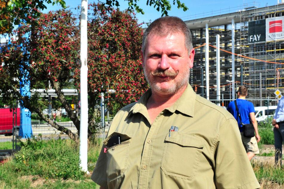Diplom-Forstingenieur Hans Hegewald (52) von Kranstöver & Wolf aus Leipzig hat innerhalb von 23 Jahren schon1800 Bäume umgepflanzt.