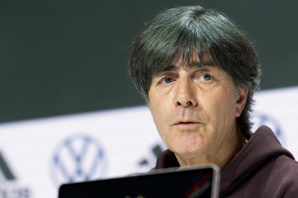 """Das Herz von Joachim Löw (61) """"schlägt weiterhin Schwarz-Rot-Gold"""", erzählte der scheidende Bundestrainer auf einer Pressekonferenz."""