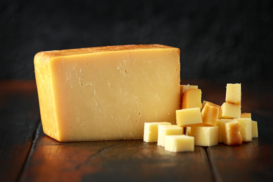 Diebe klauen 300 Käselaibe, beachten aber eine Kleinigkeit nicht