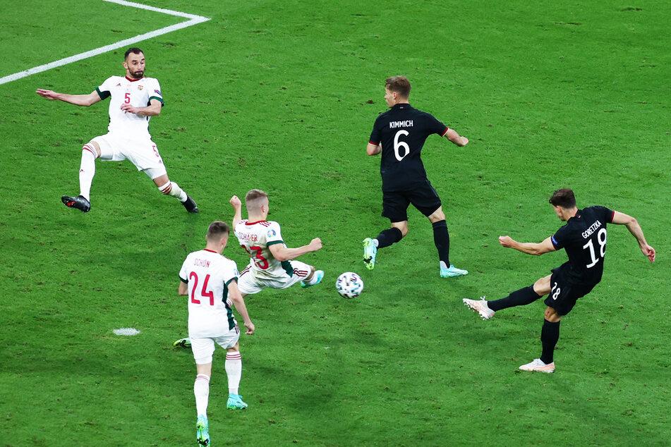 Der erneute Ausgleich! Leon Goretzka (r.) trifft zum 2:2 für Deutschland gegen Ungarn.
