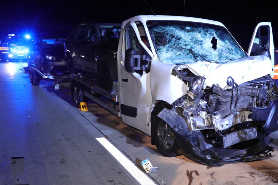 Stau nach Unfall auf der A4: Kleintransporter kracht auf Lastwagen!
