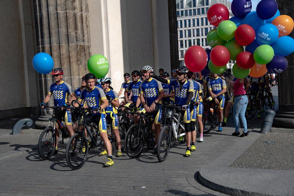 Am Sonntag kamen die Radfahrer am Brandenburger Tor an.