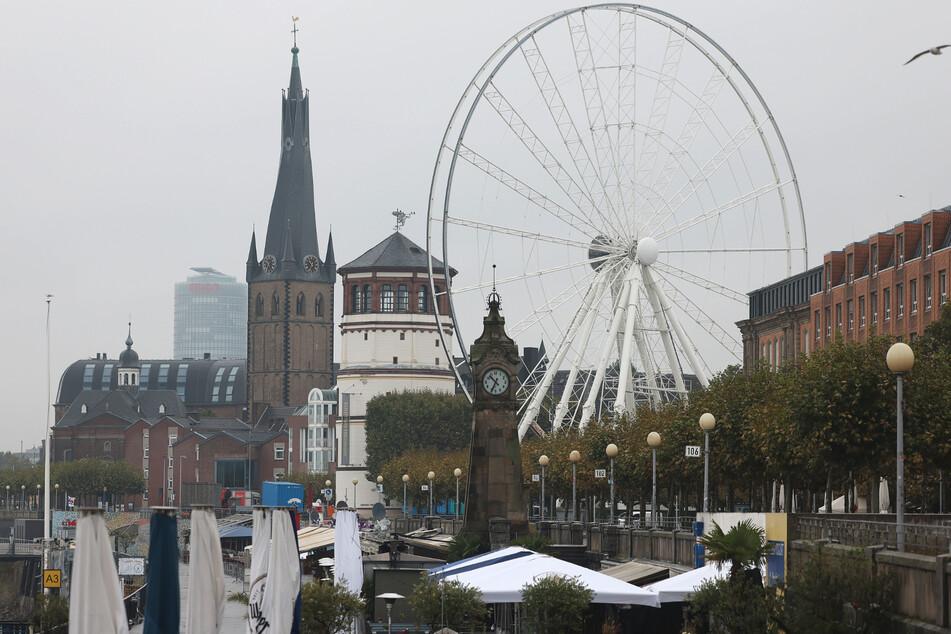 Jugendlicher schwebte in Lebensgefahr: Messerstecherei in Düsseldorfer Altstadt!