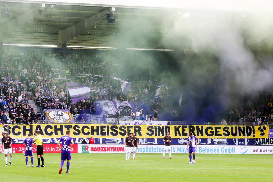 Beim FCE-Spiel am 1. August zündeten Veilchen-Fans vor dem Spiel pyrotechnische Gegenstände.
