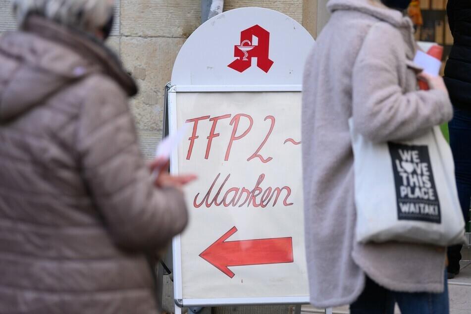Preise, wie beim Apotheker: Die SPD befürchtet Engpässe bei den FFP2-Masken. (Symbolbild)
