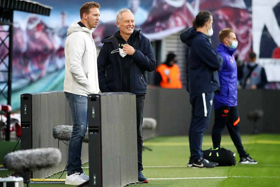 Beste Stimmung vor Spielbeginn bei RB-Coach Julian Nagelsmann (l.) und Christian Streich.