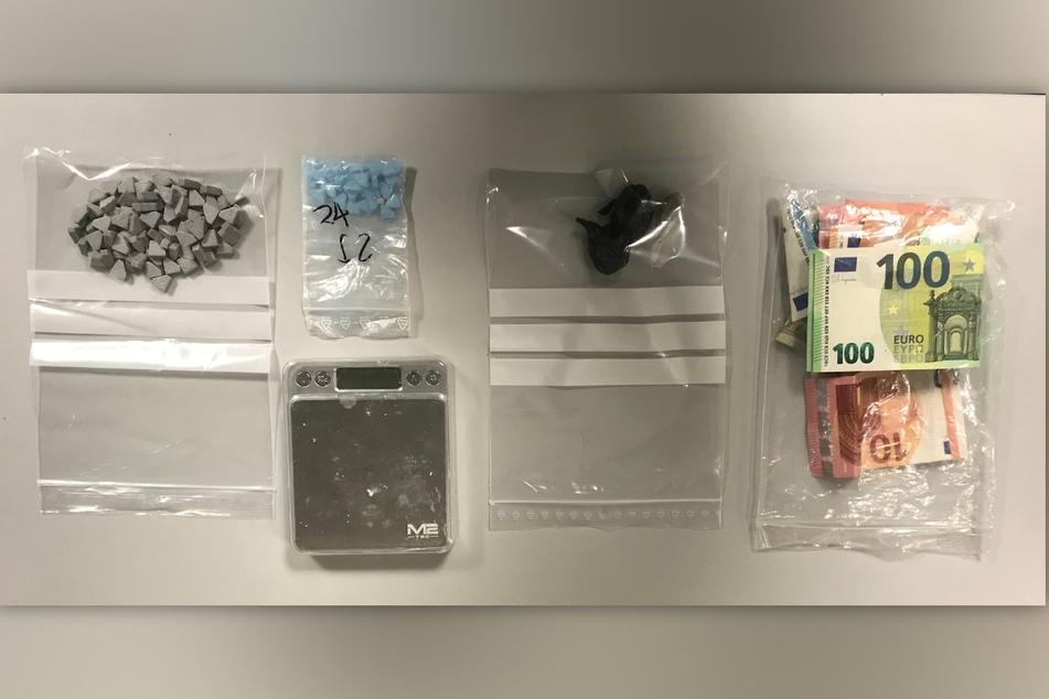 In der Tasche eines Reisenden (38) am Düsseldorfer Hauptbahnhof hat die Polizei Drogen, eine Feinwaage und mehrere hundert Euro Bargeld gefunden.