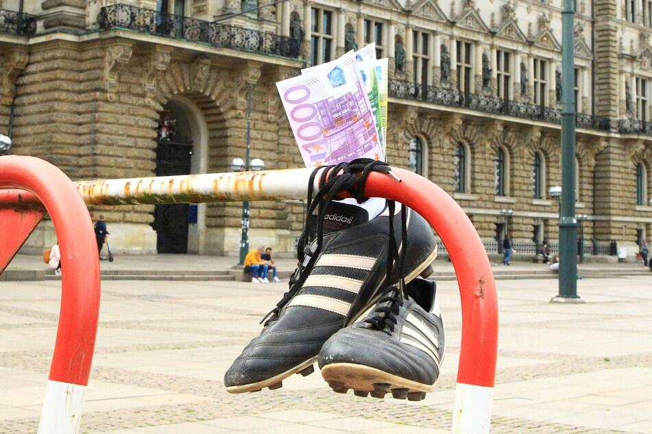 Insgesamt sieht es leer aus im Fußballschuh: Es werden 400 Millionen Euro weniger an TV-Geldern ausgeschüttet als noch im Vorjahr.