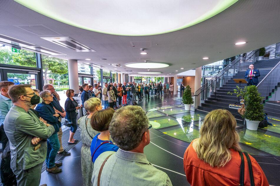 Die Veranstaltungszentren C3 haben am Mittwoch gemeinsam mit Oberbürgermeister Sven Schulze (49, SPD, r.) das neue Carlowitz Congresscenter in der Chemnitzer Stadthalle eröffnet.