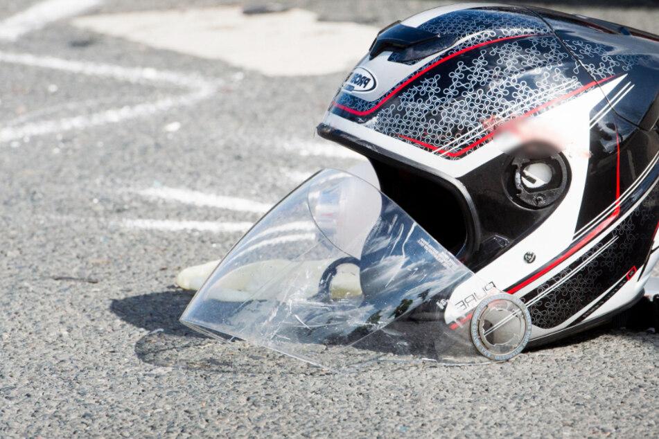 Biker bei Unfall lebensgefährlich verletzt: Einfach erschreckend, wie einige Autofahrer vor Ort handeln