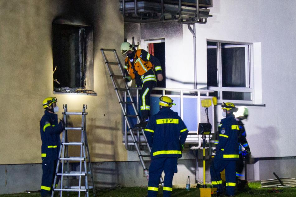Das Feuer war in einer Erdgeschoss-Wohnung in einem Mehrfamilienhaus ausgebrochen.