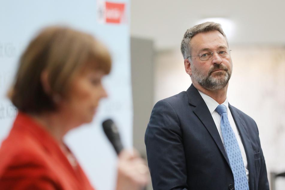 Hein Mulders (58) verfolgte auf einer Pressekonferenz im April seine Vorstellung durch Kölns Oberbürgermeisterin Henriette Reker. (Archivfoto)