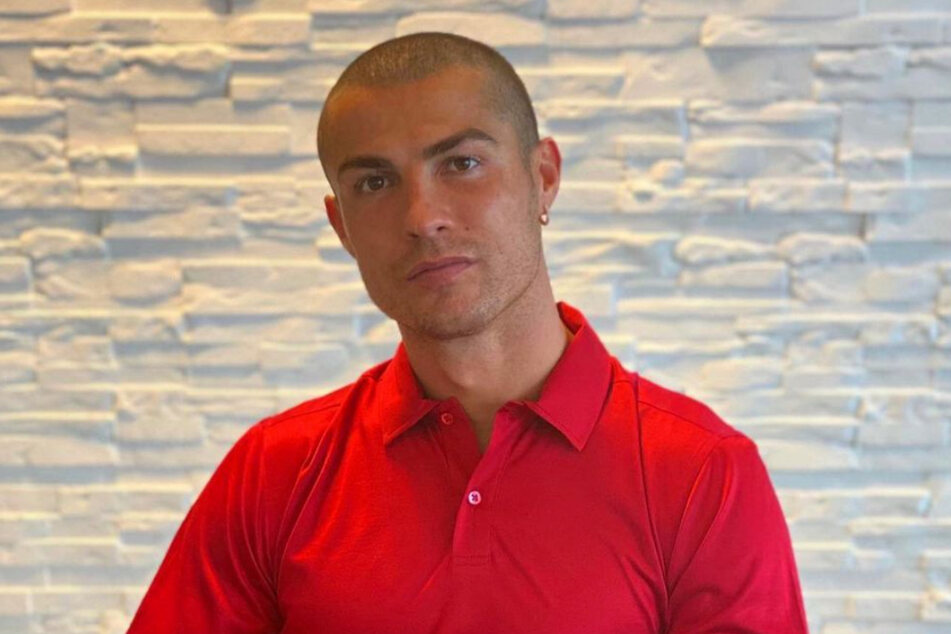 Cristiano Ronaldo (35) must have been bored in quarantine, so he decided to shave his head.