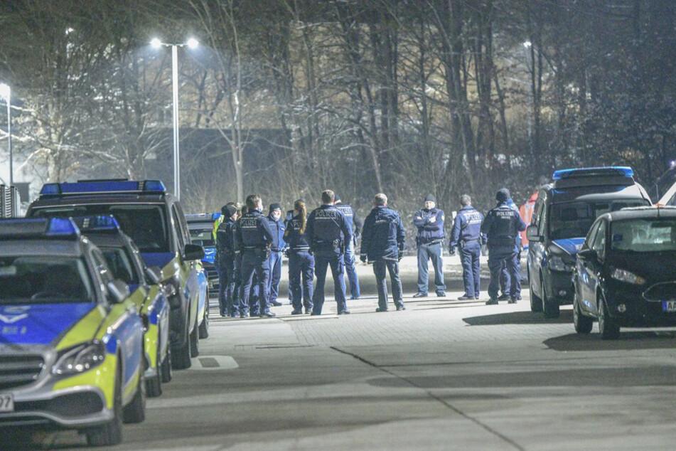 Ein Großaufgebot von Polizisten rückte in der Nacht in die LEA aus. Zuvor war eine Gruppe von Bewohnern in Streit geraten.