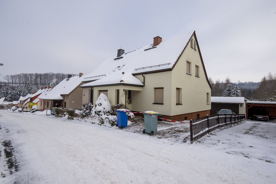 Trügerische Idylle im Ortsteil Rödlitz: An diesem Doppelhaus ereignete sich ein Todesdrama.