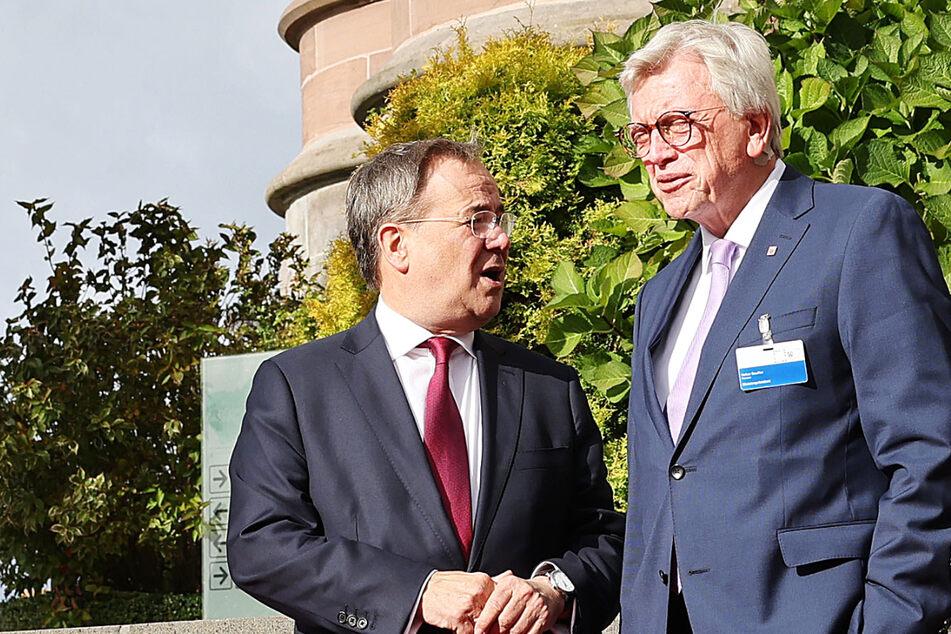 Armin Laschet (l, 60, CDU), Ministerpräsident von Nordrhein-Westfalen, und Volker Bouffier (69, CDU), der Ministerpräsident von von Hessen nahmen beide an der Ministerpräsidentenkonferenz in Königswinter teil.