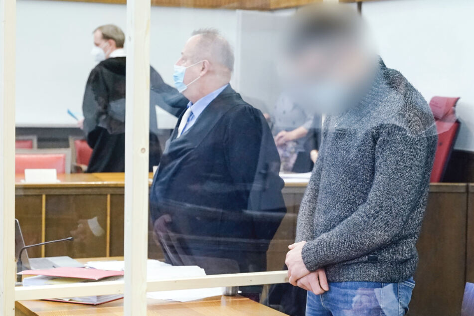 Mit Staubsauger 60.000 Euro aus Tresor geholt und Kassiererin gefesselt: Jetzt muss der Räuber in den Knast!