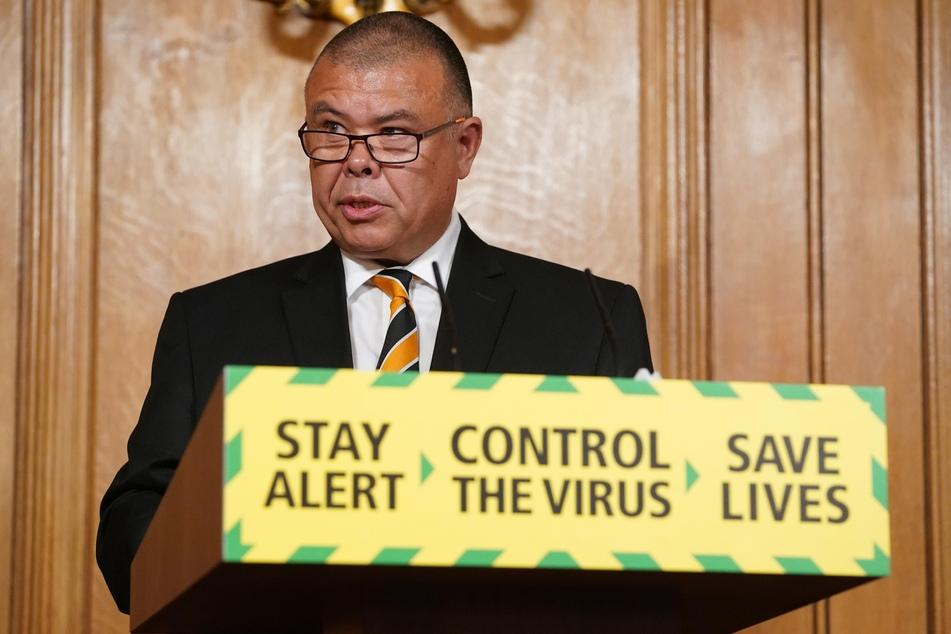 Der britische der Epidemiologe und Regierungsberater Jonathan Van-Tam spricht auf einer Pressekonferenz zum Coronavirus.