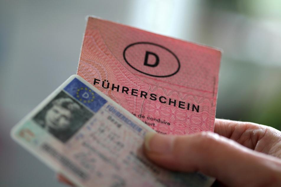Wegen Fehlern im neuen Bußgeldkatalog könnten viele Führerscheine zurückgegeben werden. (Symbolbild)