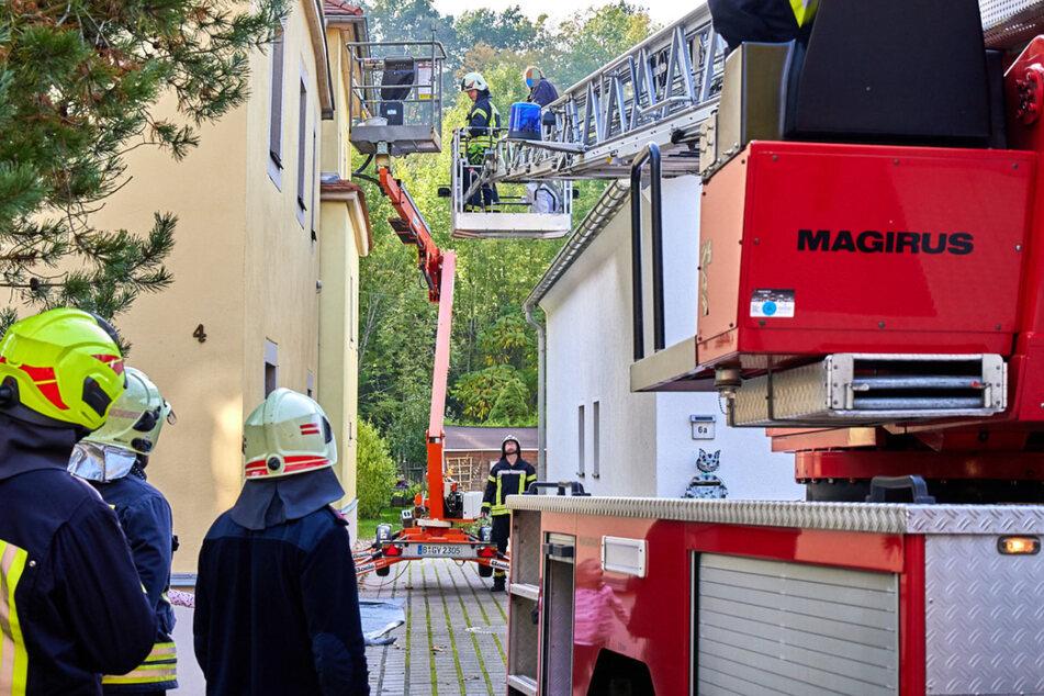 Hebebühne streikt in sechs Metern Höhe: Feuerwehr befreit Malermeister