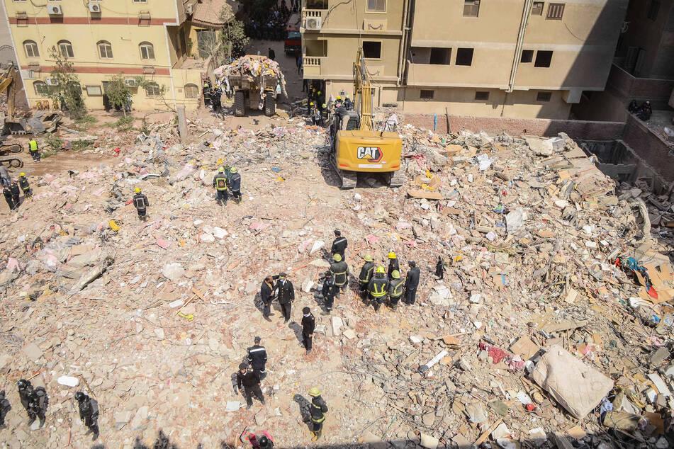 Wohngebäude stürzt ein: Mindestens acht Menschen sterben, 29 Verletzte!