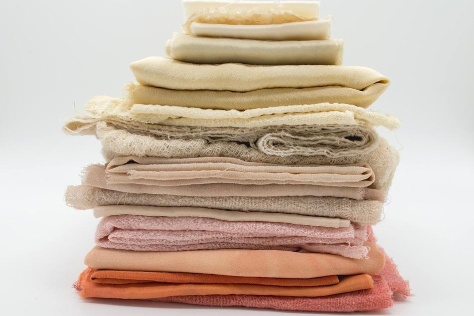Spül- und Putzlappen lassen sich bei regelmäßiger Reinigung wieder und wieder verwenden. (Symbolbild)