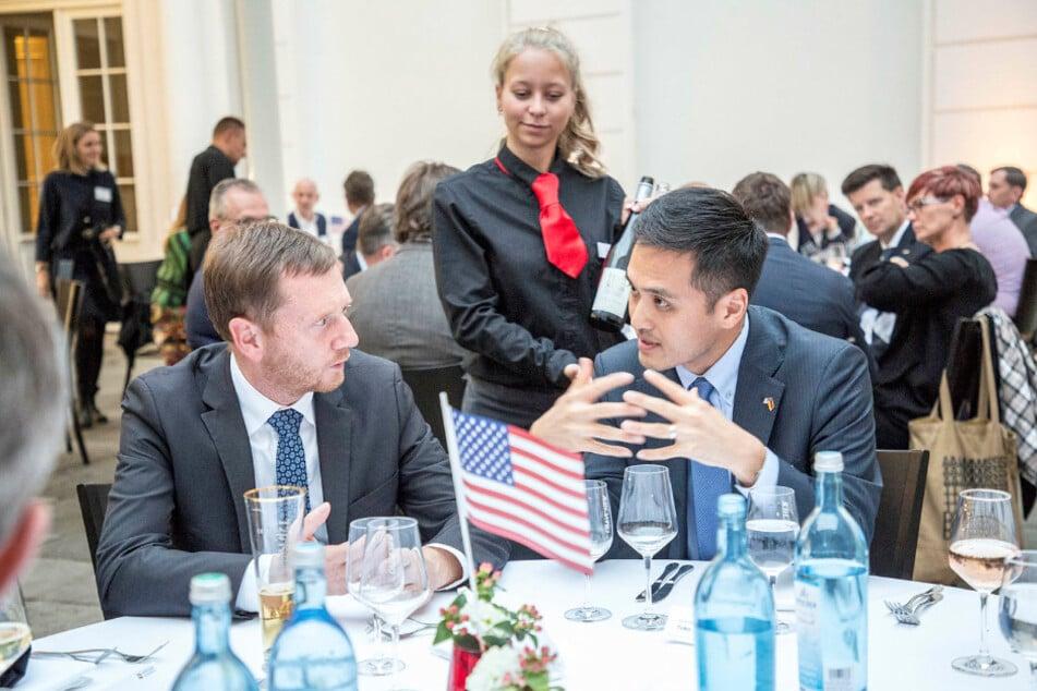 Zur Begrüßung gab's 'ne kleine Spitze: Ken Toko ist Trumps neuer Mann in Sachsen