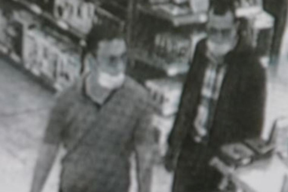 Diebstahl auf Französisch: Polizei sucht diese Laptop-Gangster