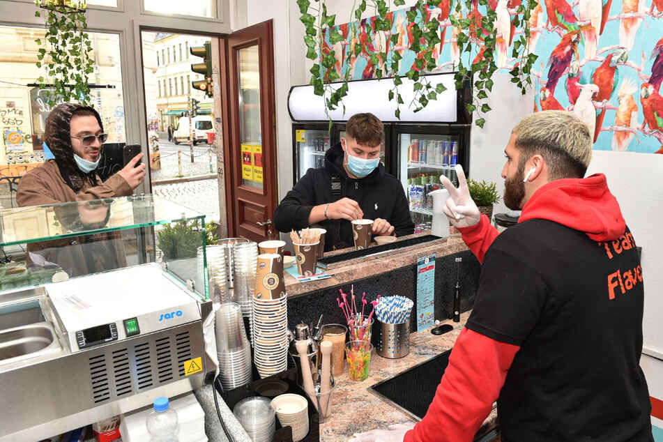 In seinem Laden an der Louisenstraße steht der Jungunternehmer täglich hinterm Tresen, jeweils von 12 bis 22 Uhr.