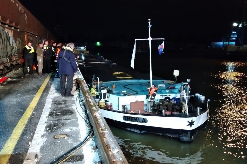 Havarie: Güterschiff auf Rhein kracht gegen Mole