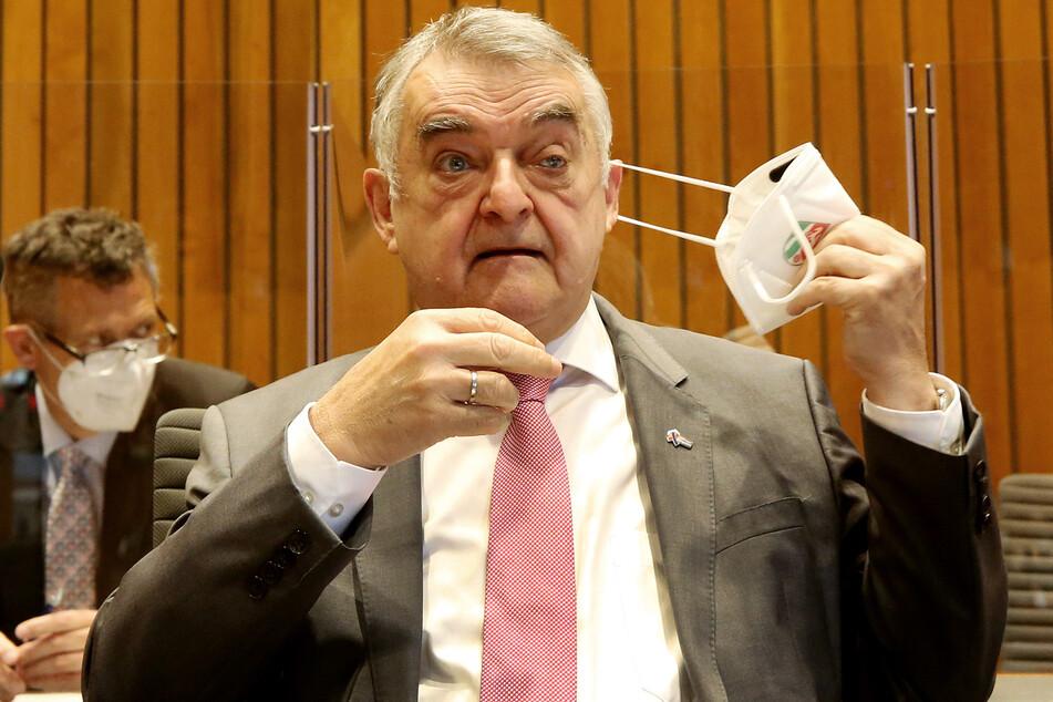 NRW-Innenminister Herbert Reul (68, CDU) räumte in der Sondersitzung zu dem umstrittenen Polizeieinsatz Fehler ein.