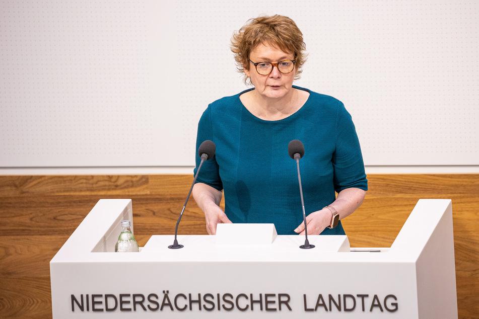 Eine Impfung von möglichst großen Teilen der niedersächsischen Bevölkerung peilt Daniela Behrens (53, SPD) an.