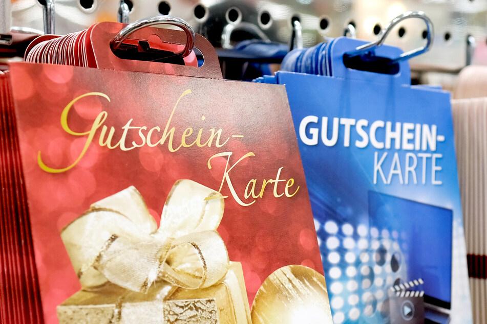 NRW-Ministerpräsident Armin Laschet (CDU) rät dazu, an Weihnachten Gutscheine aus dem Einzelhandel zu verschenken.