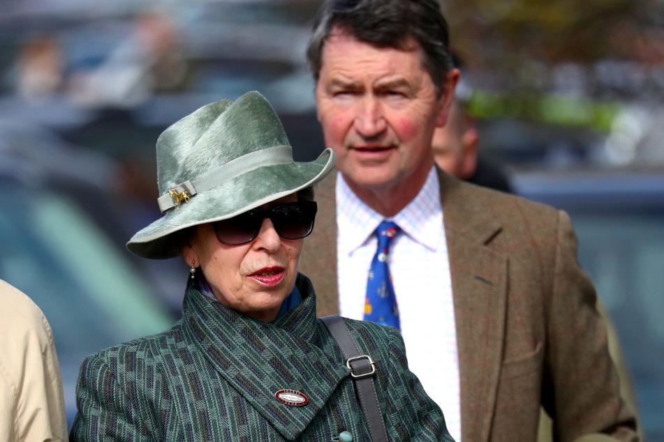 Die britische Prinzessin Anne (70) und ihr Ehemann Timothy Laurence (65) im März beim diesjährigen Cheltenham-Festival.