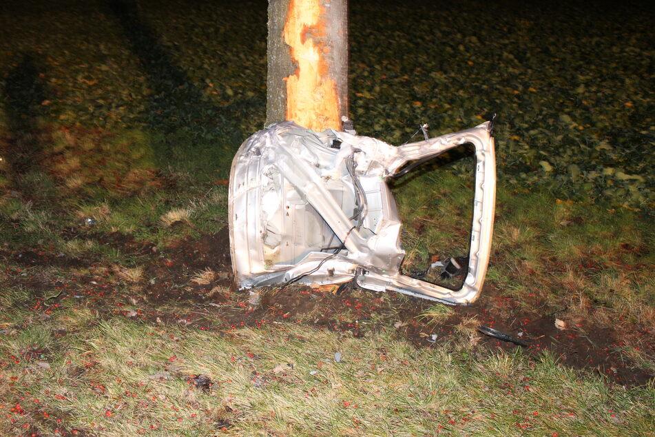 Unfallflucht: Fahrer lässt nur eine Tür und Radkappe zurück