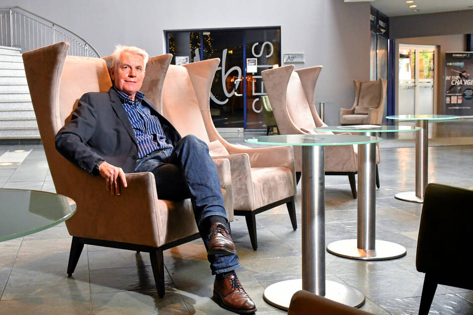 Direktor Michael Mollau (64) - seine Tage im Dresdner Dorint-Hotel sind gezählt.
