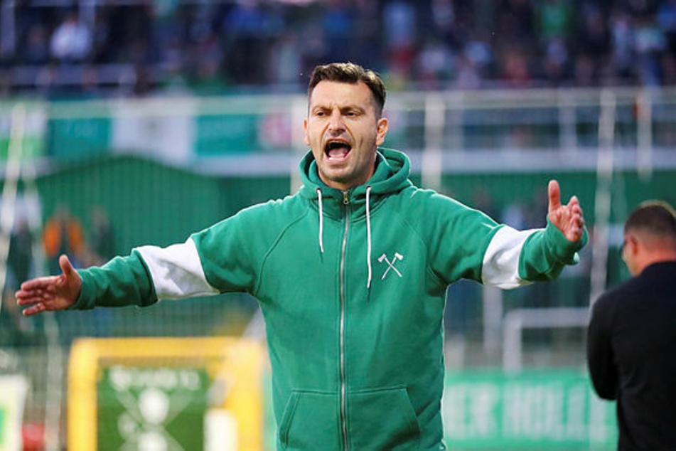 BSG-Coach Miroslav Jagatic (45) und sein Team wurden am Sonntag von Anhängern des BFC Dynamo angegriffen. Die Aufregung darüber war danach groß. Zu Recht! (Archivbild)