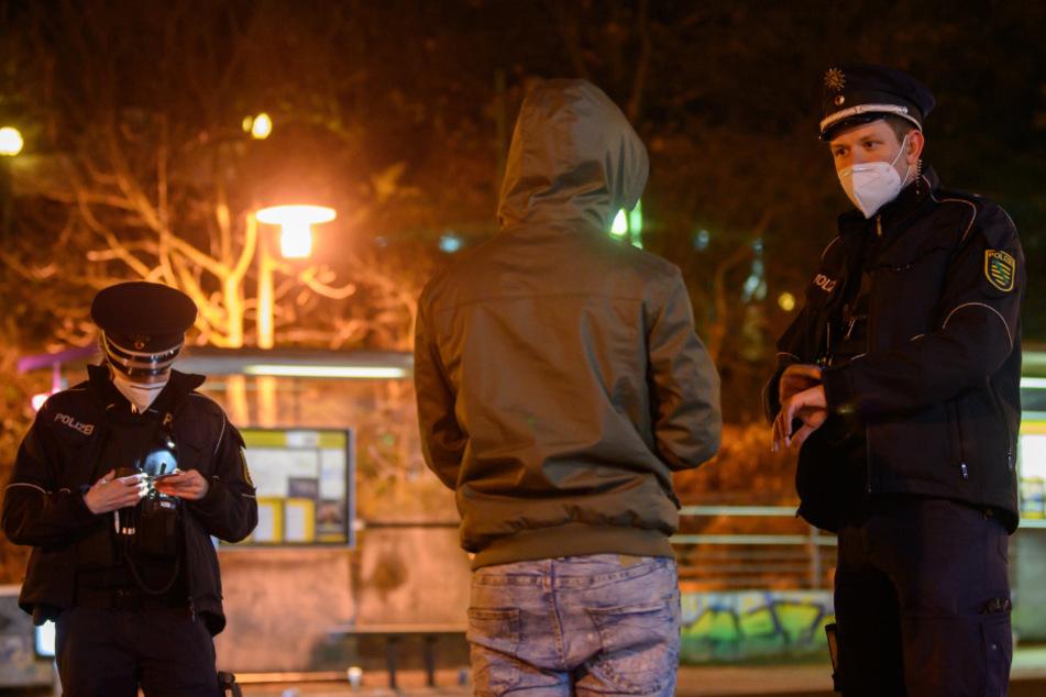 Die Polizei wird Silvester mit zusätzlichem Personal die Einhaltung des Böllerverbots kontrollieren. (Symbolfoto)
