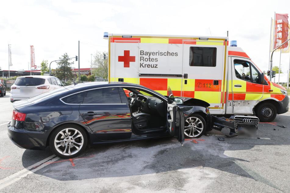Ein Audi krachte in Fürth in einen Rettungswagen.