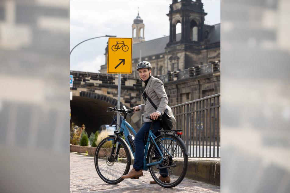 Wie Verkehrsbürgermeister Stephan Kühn (42, Grüne) müssen ab sofort alle Radler auf Höhe der Augustusbrücke auf die Straße fahren.