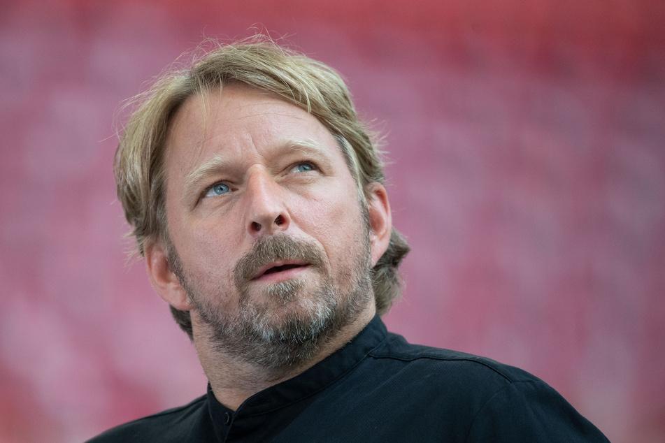 Stuttgarts Sportdirektor Sven Mislintat vor dem Spiel.