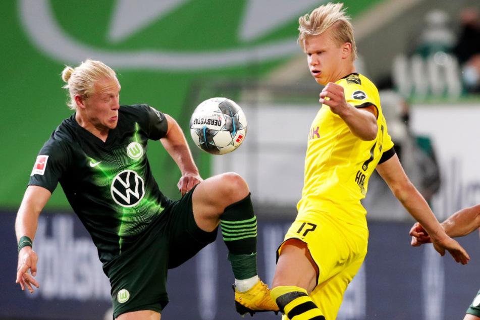 Einst Teamkollegen bei Red Bull Salzburg, nun Gegenspieler in der 1. Bundesliga: BVB-Stürmer Erling Haaland (r.) und Wolfsburgs Mittelfeldmann Xaver Schlager.