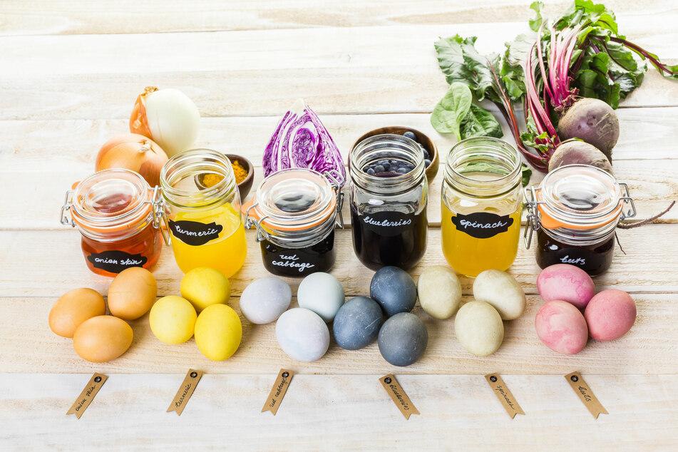 Eier färben: Mit diesen Hausmitteln wird's richtig bunt zu Ostern!
