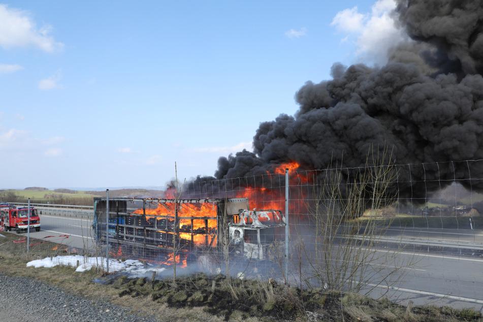 Weshalb der Truck in Brand geriet, ist derzeit noch völlig unklar.
