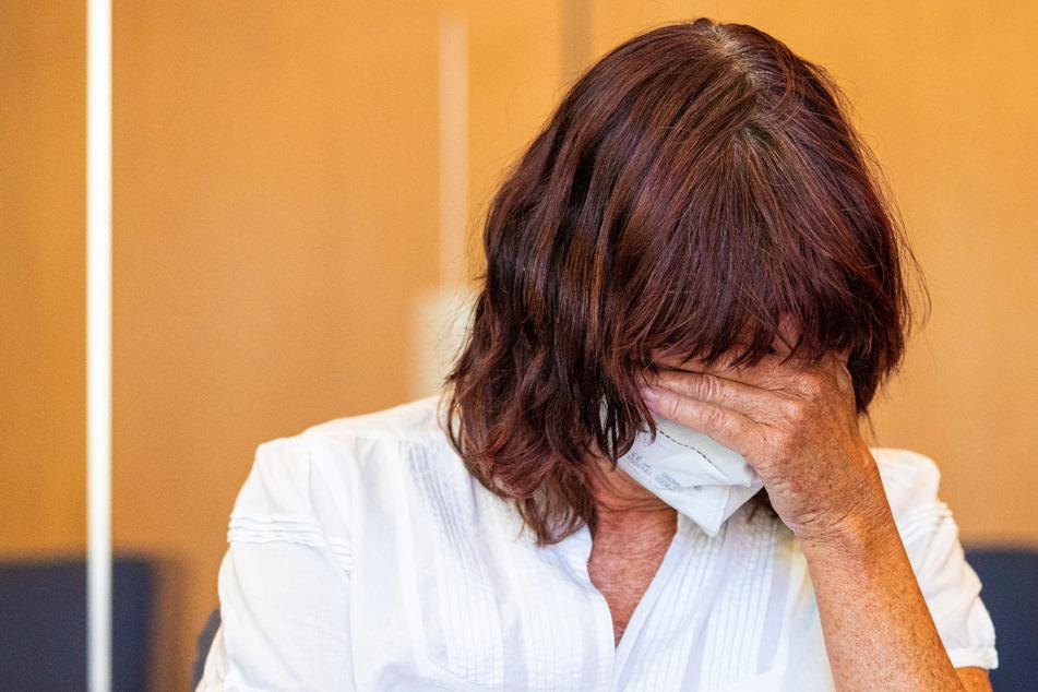 Mutter soll Sohn (7) im Lockdown schwerst misshandelt haben: Angeklagte vor Gericht