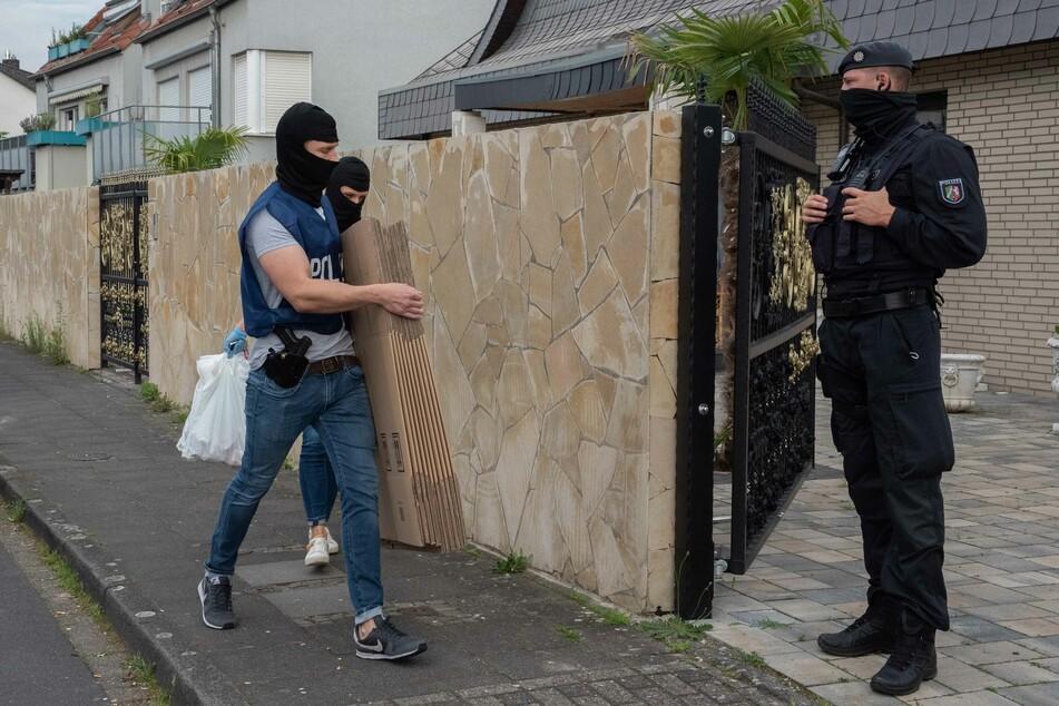 Einsatzkräfte der Spezialeinheit stürmten eine Villa in Leverkusen.