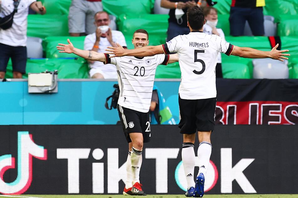 Ein Spiel, wie ein Märchen: Robin Gosens (26, l.) begeisterte gegen Portugal mit zwei Vorlagen und einem Tor.