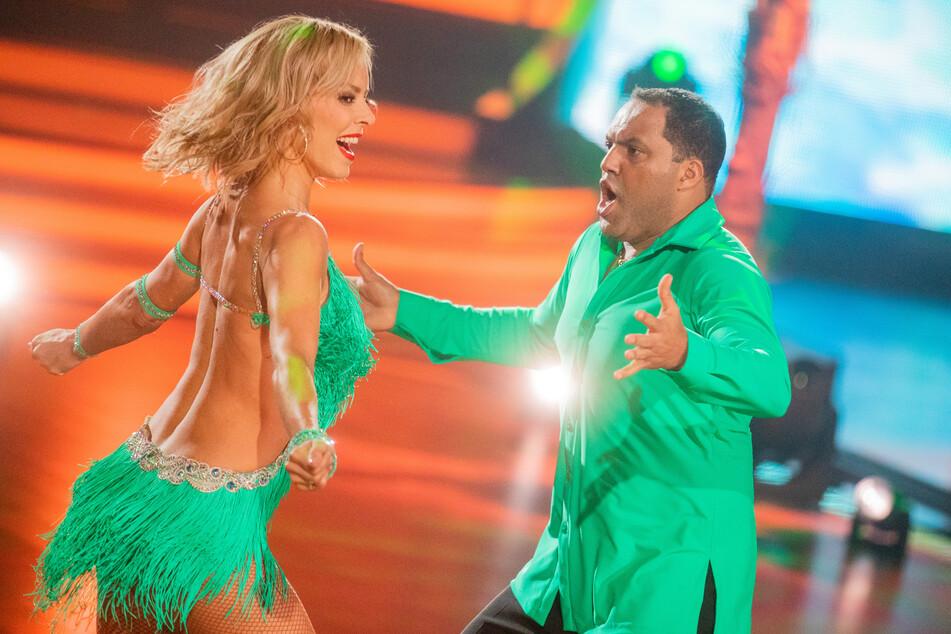 """Ailton, ehemaliger Fußballer, und Isabel Edvardsson, Profitänzerin, tanzen in der RTL-Tanzshow """"Let's Dance""""."""