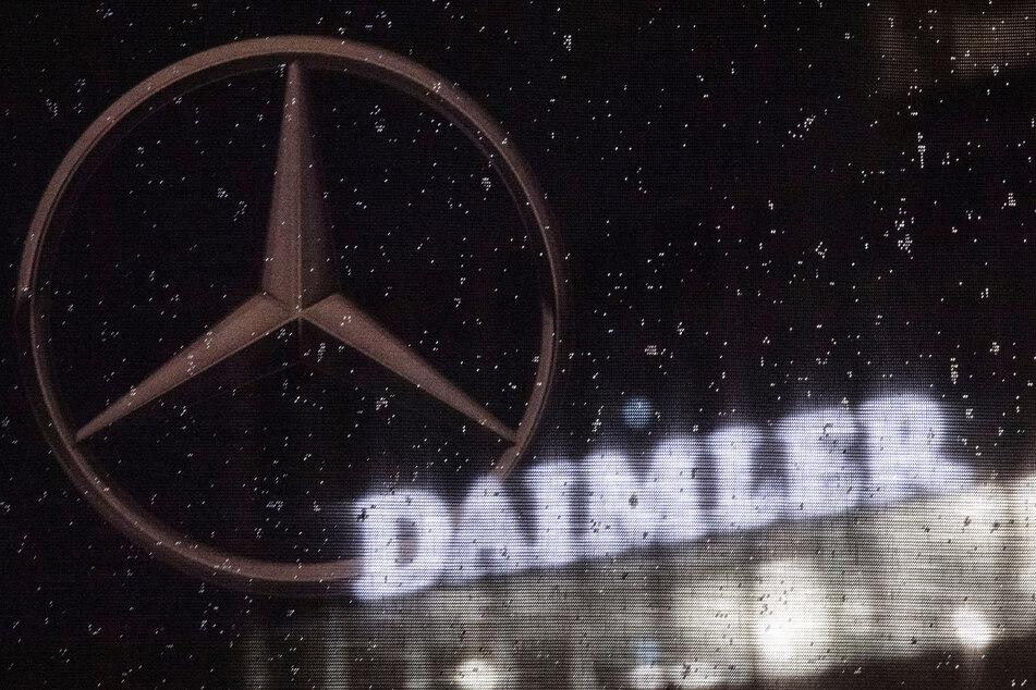 Vorstände und Aufsichtsräte des Autobauers Daimler verzichten wegen der Coronavirus-Krise in diesem Jahr auf einen Teil ihres Geldes. (Symbolbild)
