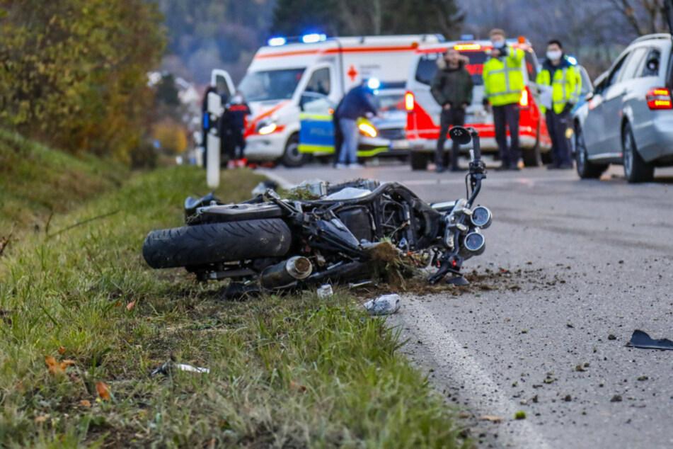 Horror-Crash: Motorradfahrer stirbt